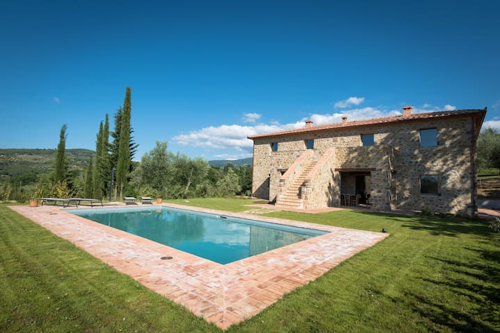 Stunning villa in a secular park with private pool - Montegiovi