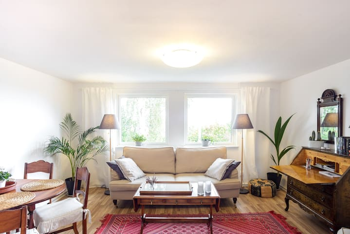 3-room flat in private home near Botanical Gardens
