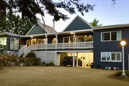 Hampton's in Rye - 3 Mins from Famous Hot Springs!