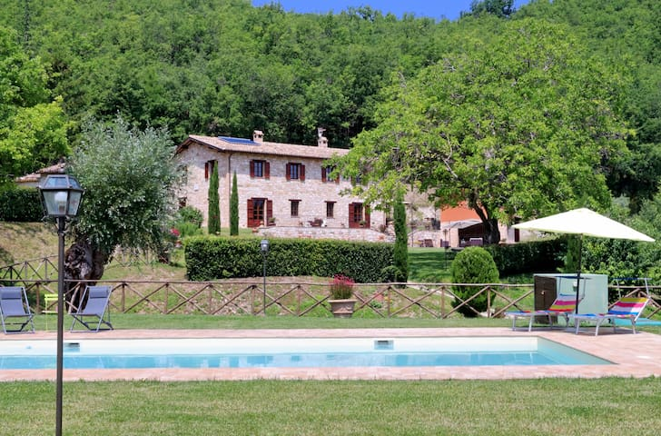 Wonderful villa with private pool - Serrapetrona