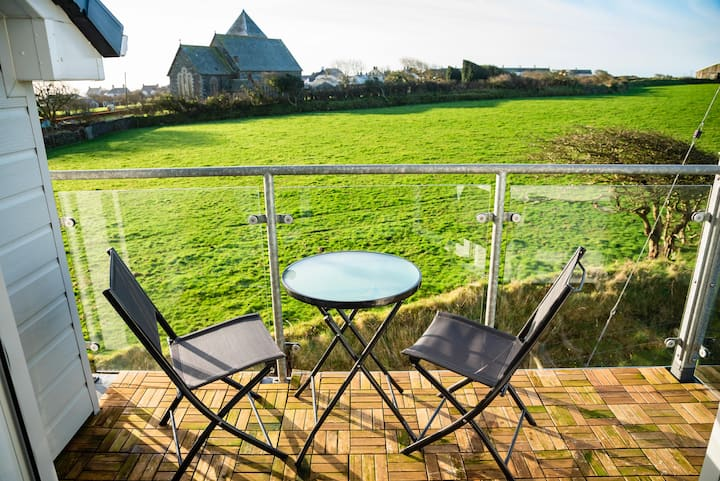 Church View - Luxury 2 Bed Apartment in Cornwall
