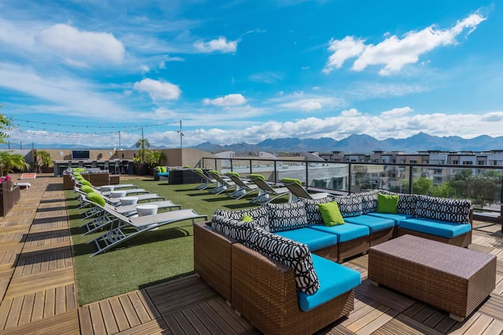 Rooftop Deck~Walk to Shopping &Dining~Heated Pool