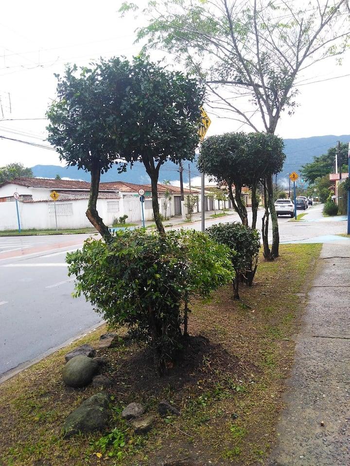 """Casa em bertioga - 600m da Praia da Enseada """""""