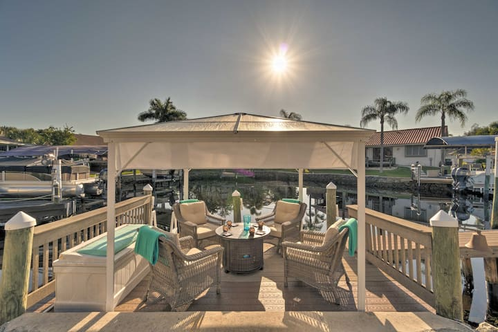 Waterfront Punta Gorda Home-Dock, Patio & Hot Tub!