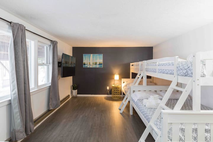 Room 4: Two Bunkbed with Twin over Full and a TV