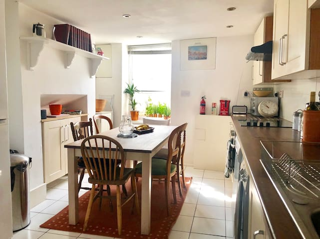 Open plan kitchen / living room with breakfast and wine included. Washing machine and dish washer available.