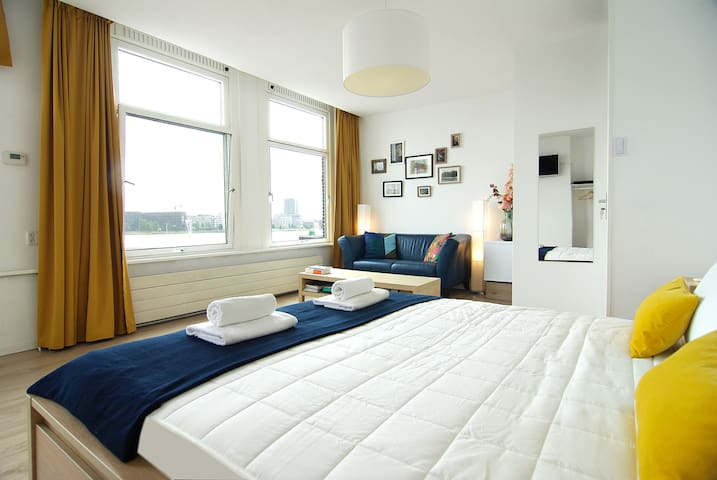 Cozy stay with STUNNING views in centre!