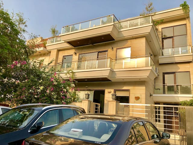 Beautiful 3BHK apartment centrally located!