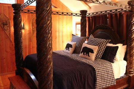 Social Distancing Cabin, Sleeps 2-10, Hot Tub