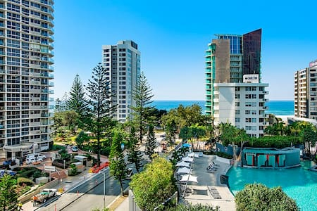 Ocean View  Spa unit in Q! Surfers Paradise Beach