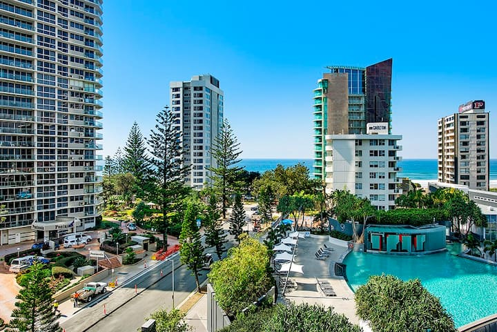 Ocean View  Spa unit in Q1 Surfers Paradise Beach