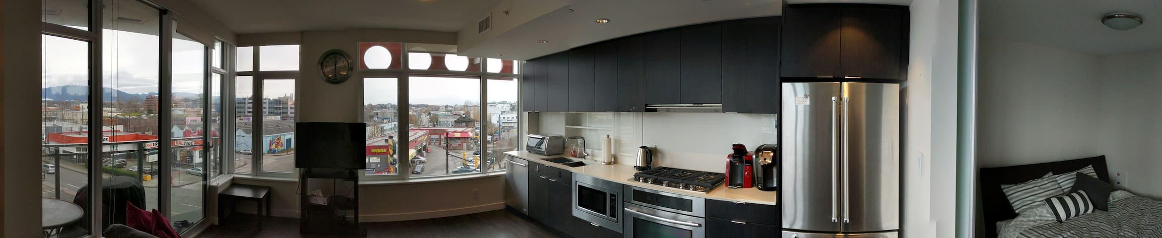 New air conditioned one bedroom in False Creek