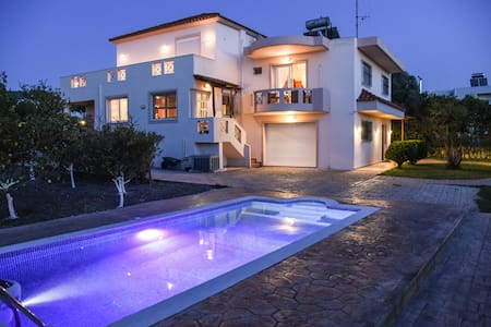 Luxury villa Rea private pool,4 bdr,10pers - Ρόδος