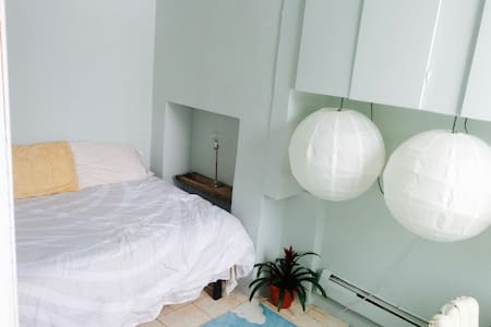Minimalist Hideaway In The Heart of Bushwick - Brooklyn - Apartment