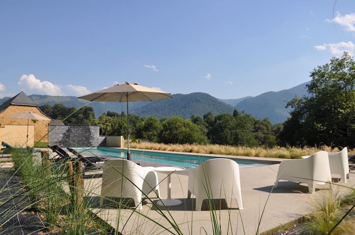 Luxury villa in Lourdes with 20m heated pool