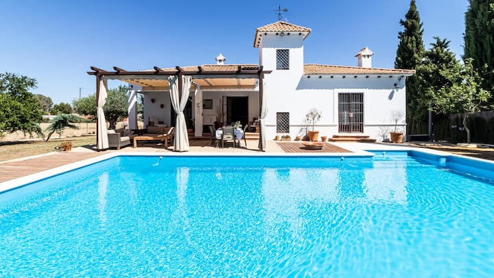 Charming country house in Seville. Private pool.