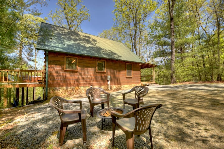 Fire-Pit Blue Ridge Cabin Rental