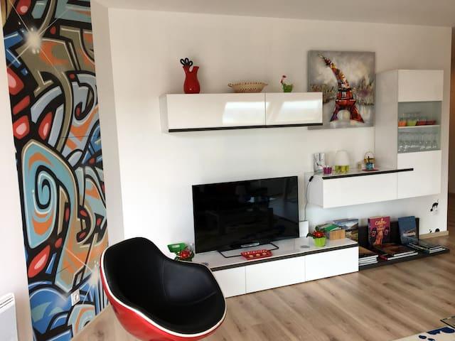 Télé connectée et enceinte Wifi