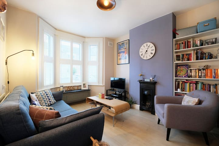 Bright & Spacious Garden Flat in South London