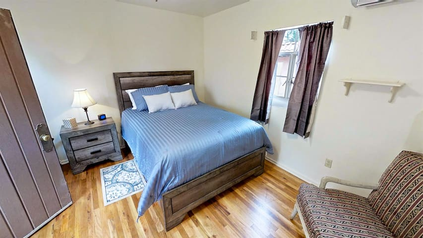 One Bdrm Cornali Cottage in Heart of Silver City