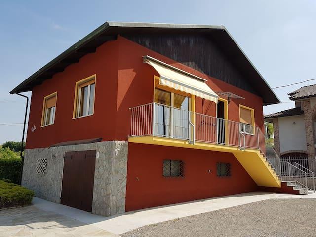 Casa Paola,  tra Alba e Asti Langhe e Roero - Priocca - House