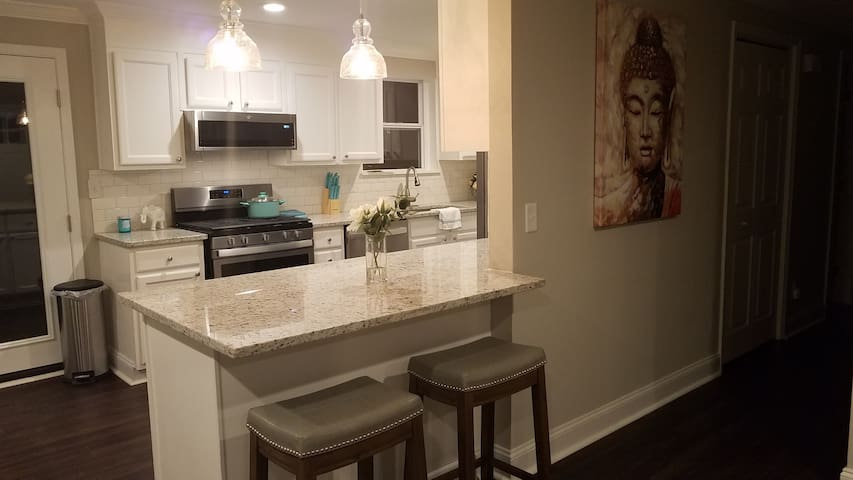 3BR | 4k TVs| Fast WiFi | Minutes From Six Flags!