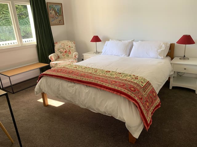 White Lodge: Tui Room (free garage park & lift)