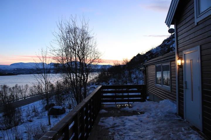 Tømmerhytte i Glimbukta - Timberlodge Ringvassøy