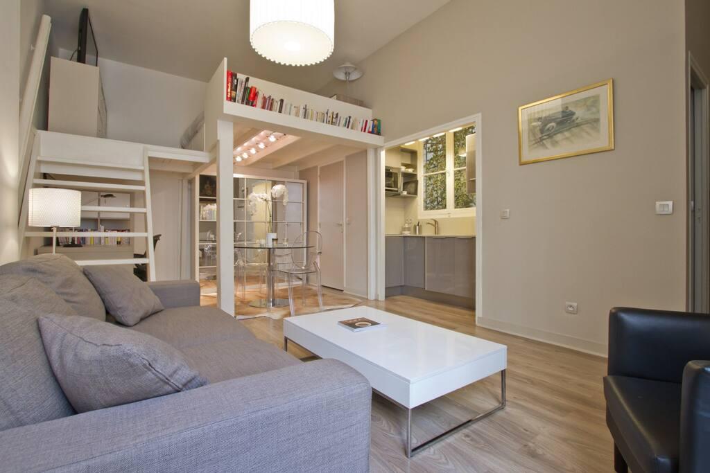 spacious studio near parc monceau apartments for rent in paris le de france france. Black Bedroom Furniture Sets. Home Design Ideas