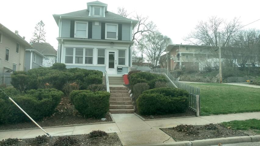 Midtown-Omaha (Two Bdrm Unit-Upper Level)