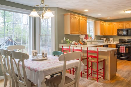 Sunny inviting room in Groton - Groton - House