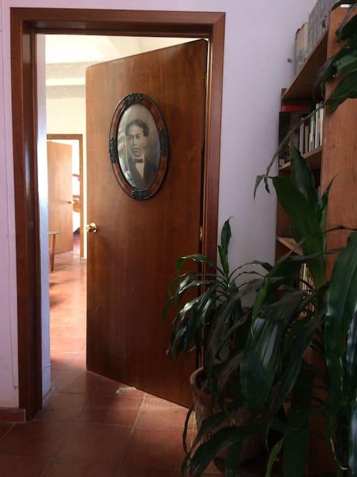 Bienvenidos, esta es la entrada al departamento.