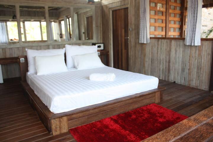 2 Wodden Bedrooms w/ Jacuzzi - Selaparang - Bed & Breakfast