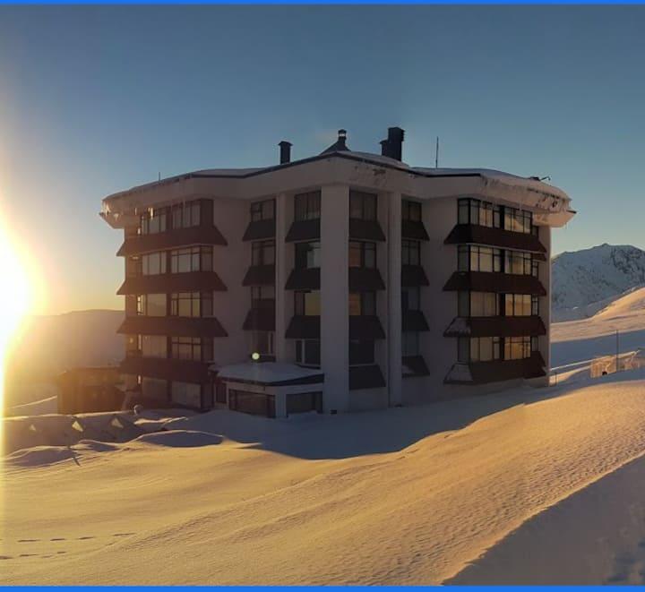Estudio ski in y out  con parking en El Colorado