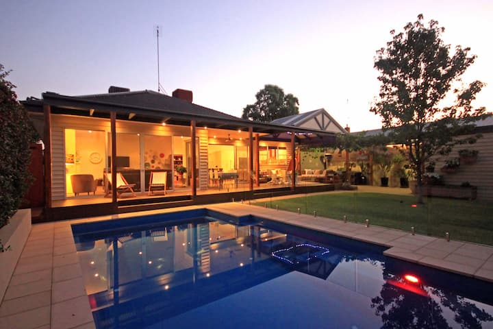 Ace Echuca Holiday House - Central & Stunning Pool