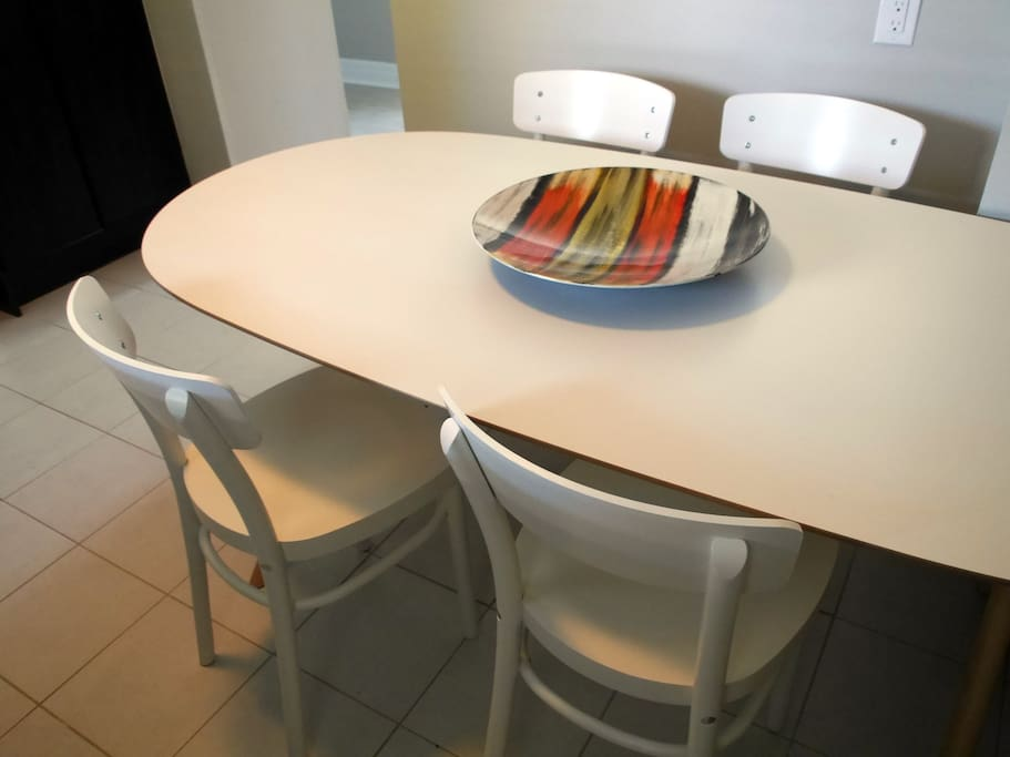 Large table to enjoy all your meals