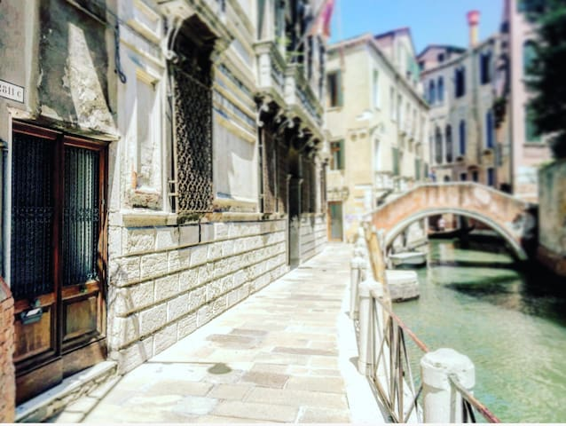 VENICE - Gem in private Palazzo on the canal