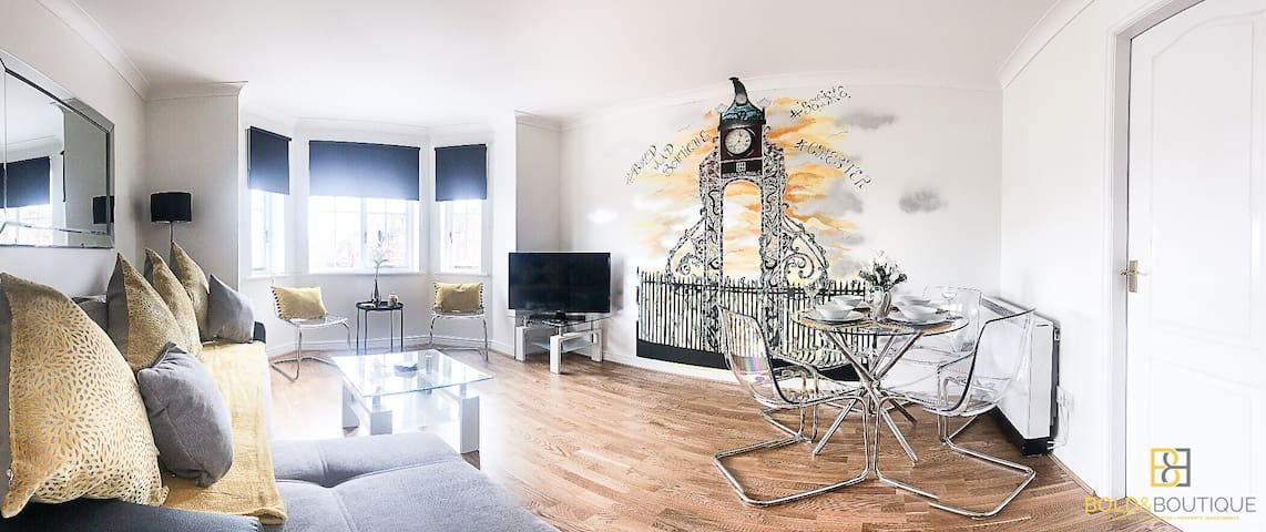 "Bold & Boutique ""Clock Tower"" Luxury Apt Chester"