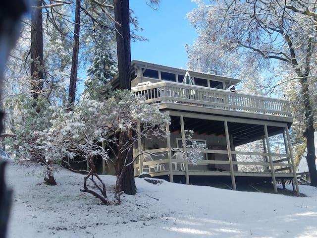 The Cedar Cabin at Pine Mt. Lake