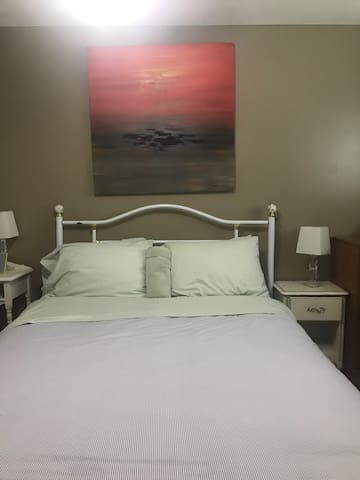 Spacious room bright and clean wth Queen size bed