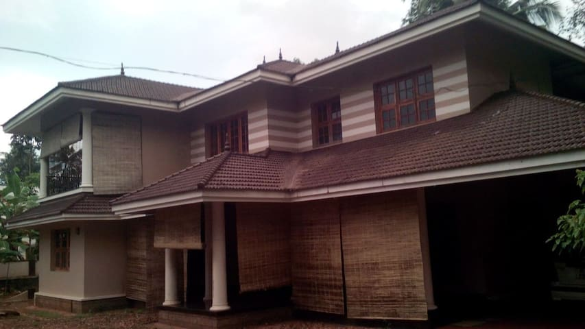 Spacious, posh n nice 4 bed villa in Kottayam town