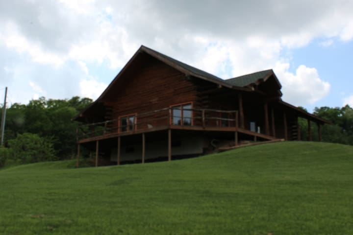 Larsen Farm Secluded Log Cabin W/Outdoor Hot Tub