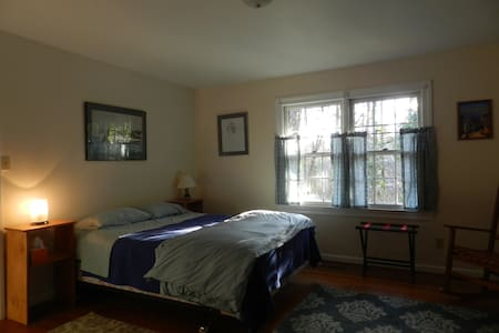 Student & Family-Friendly, Quiet near UNC Gladioli - Chapel Hill - Casa