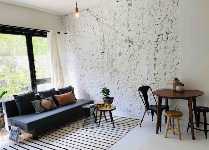 Trendy spacious white central city studio for4