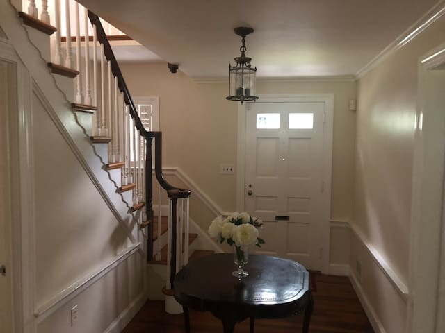 Entrance/Stairwell