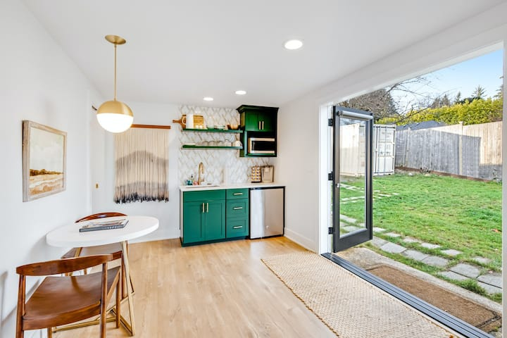 Adorable ground-level guest house w/ free WiFi, a kitchenette, & shared yard