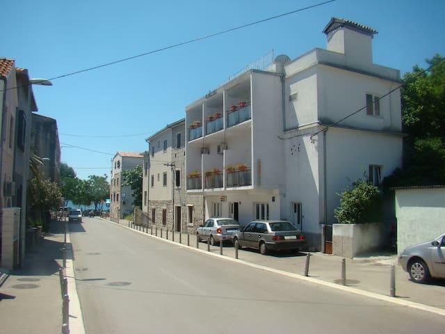 2 beds room near Split Airport