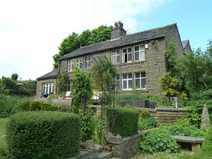 Saddleworth - 17th Century Country Retreat (2)