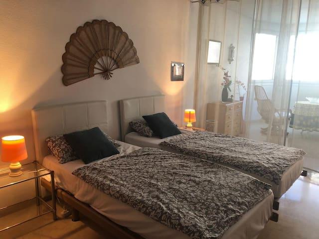 Bequeme Einzelbetten mit guten Matratzen.