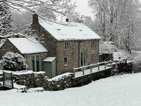 Delightful Cottage in Picturesque Village Setting